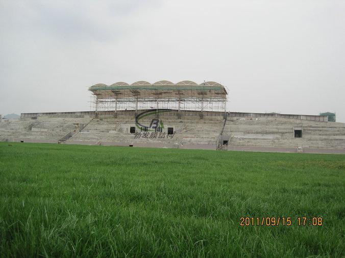 汉中勉县体育场索膜结构看台罩棚顺利完工